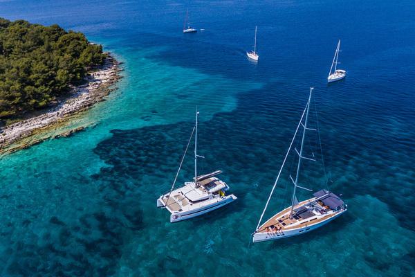 Boat-vs-hotel-txt.jpg