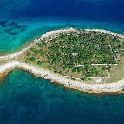 Fish-like island Gaž