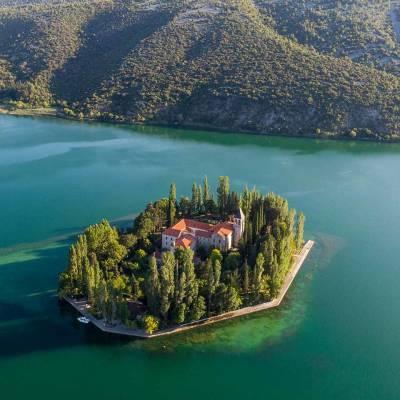 Visovac Insel mit einem Kloster