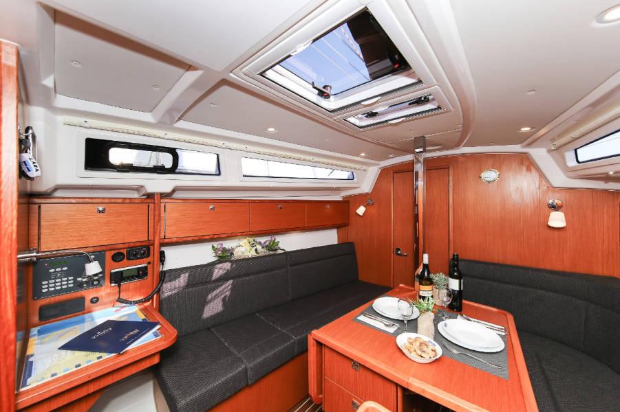 Bavaria Cruiser 34  | LARA