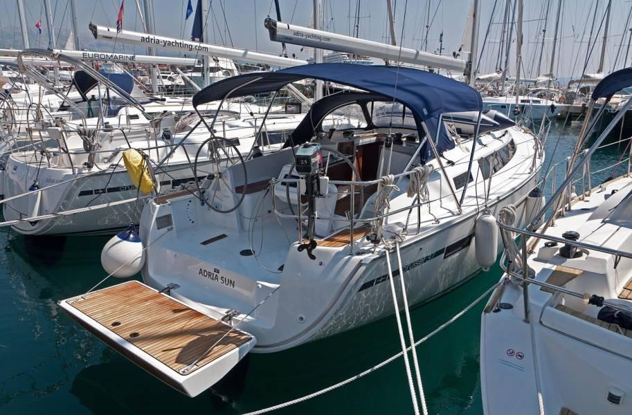 Bavaria Cruiser 37    Adria Sun