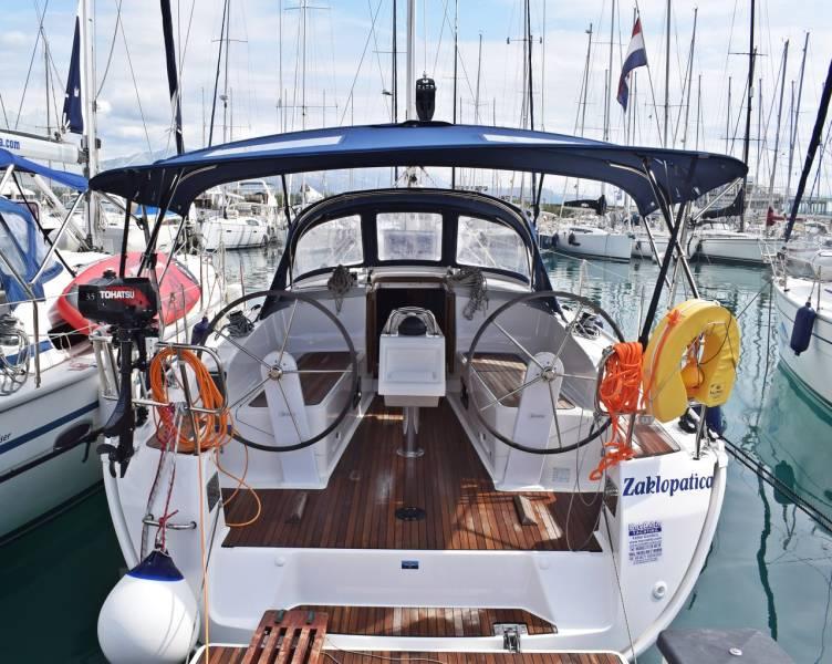 Bavaria Cruiser 37    Zaklopatica