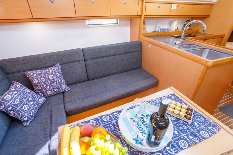 Bavaria Cruiser 37  | Summer Wind