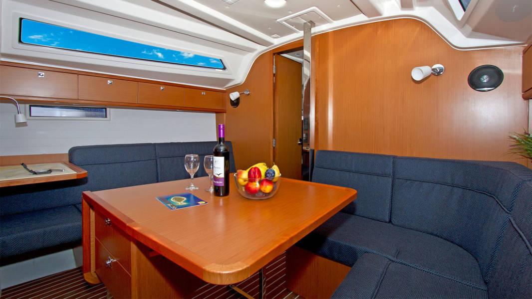 Bavaria Cruiser 37    Lirica