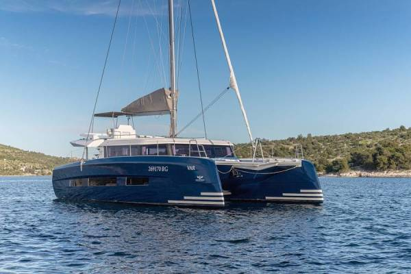 Dufour 48 Catamaran | SHU - BLUE HULL, A/C+GEN., UNDERWATER LIGHTS