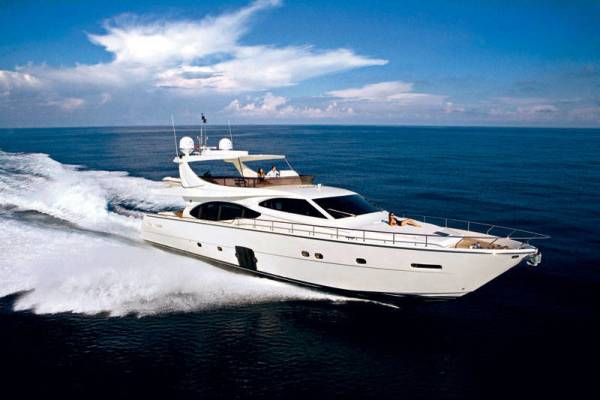 Ferretti Yachts 780 HT