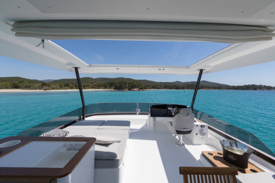Fountaine Pajot MY 44 | Umbrella Victoria