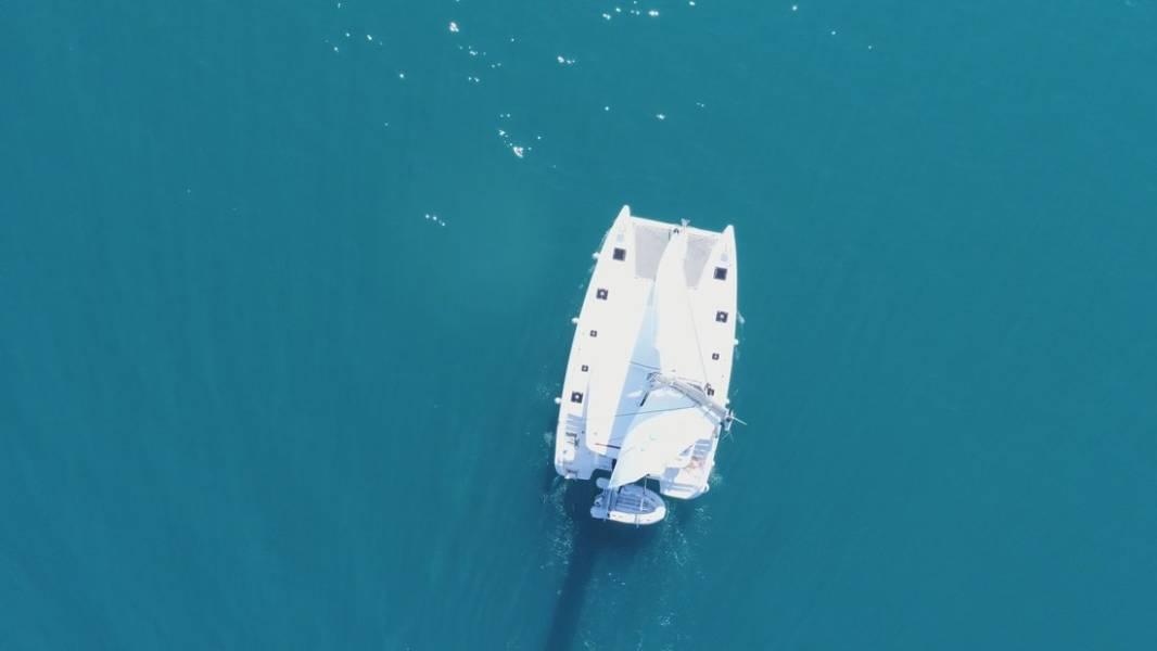 Lagoon 40    Blue