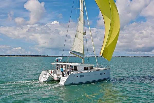 Lagoon 400 S2 | Treanne (Cabin charter) starboard bow