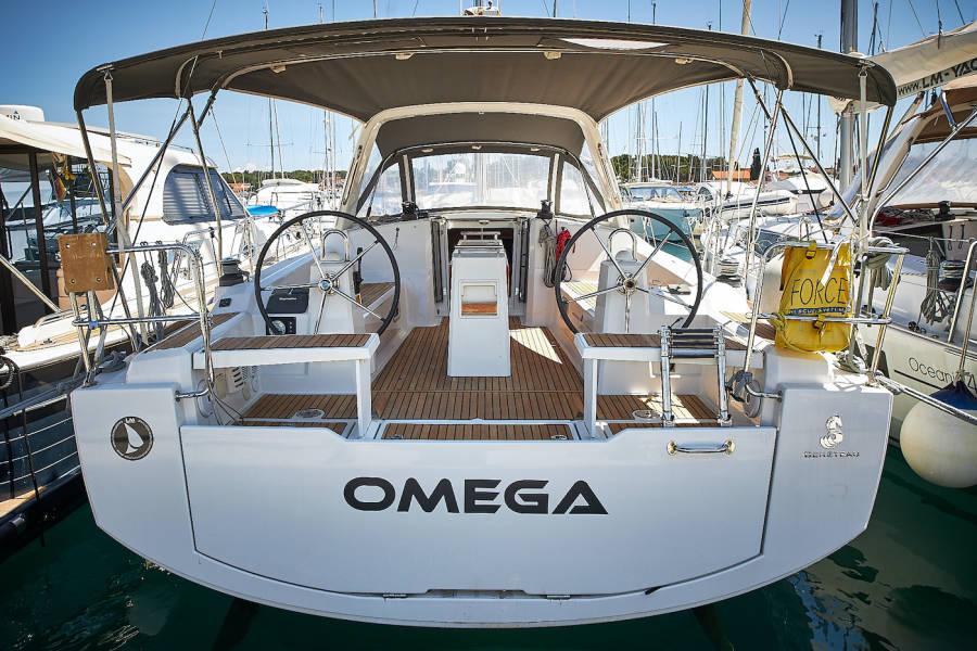 Oceanis 38    Omega