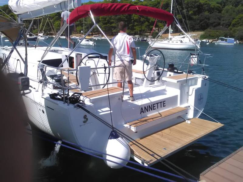Oceanis 51.1 | Annette with AC and generator