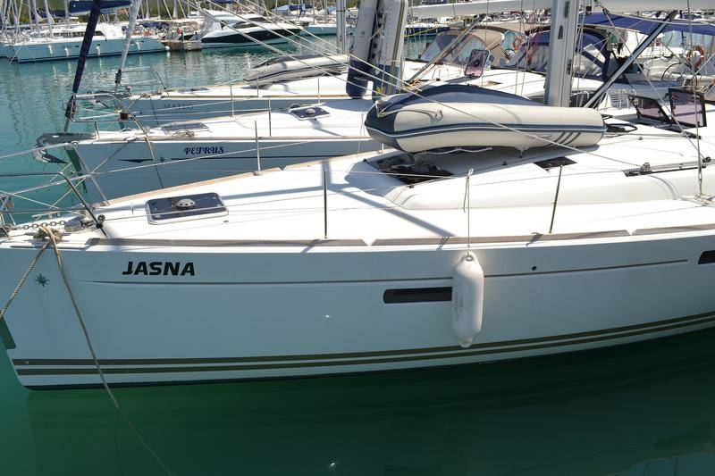 Sun Odyssey 509    Jasna