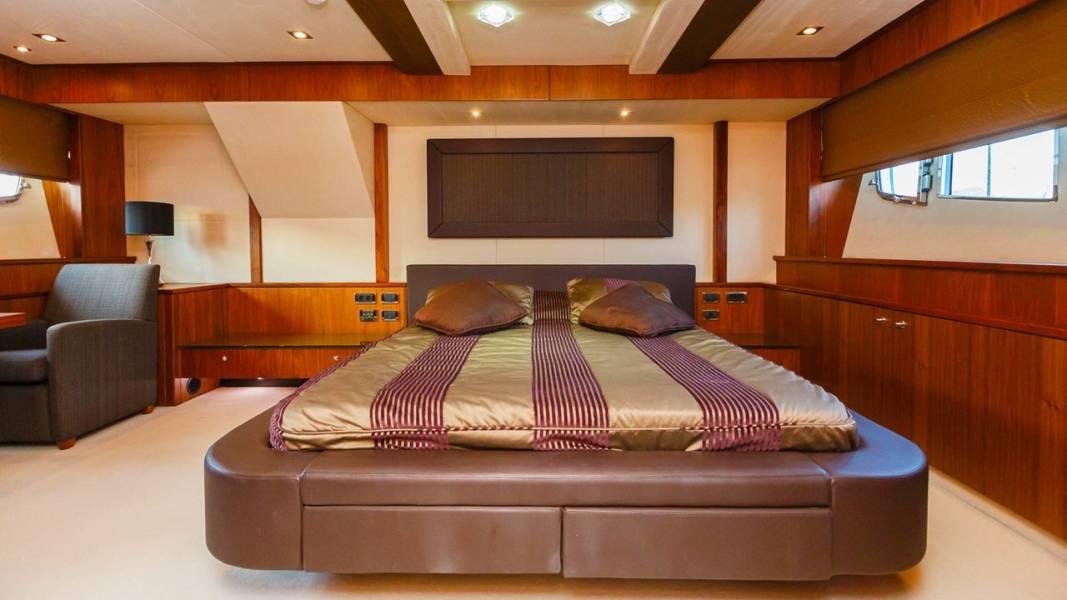 Sunseeker Yacht 86  | The Best Way