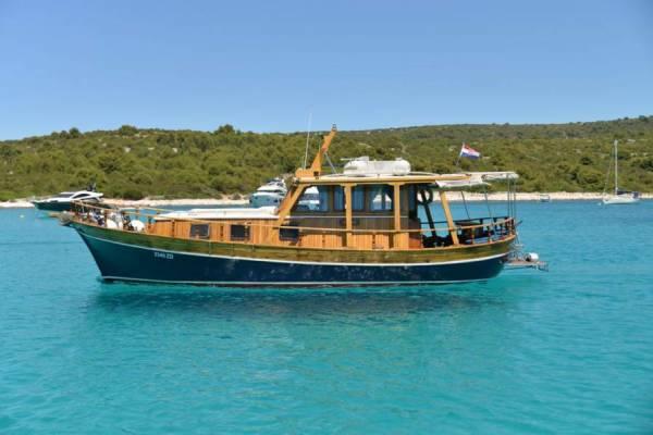 Yacht TIHO